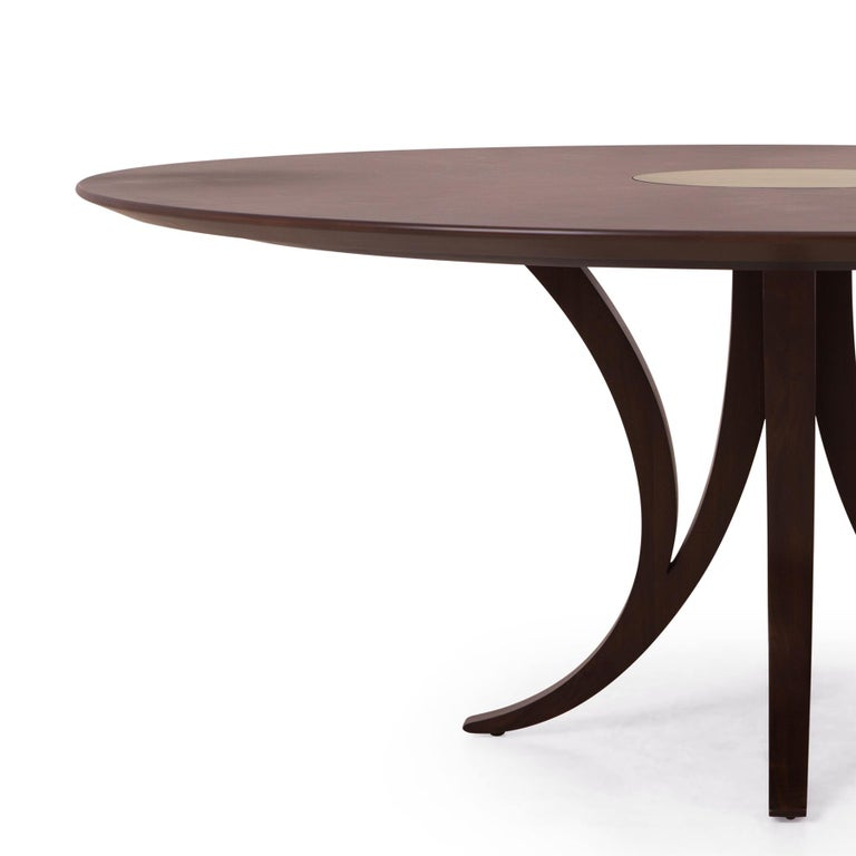 Table logical round in solid mahogany wood in tobacco finish. With solid mahogany carved feet and with veneered mahogany top with center top insert in solid brass in vintage finish. Available in: Diameter 122 x H 75cm, price: 9800,00€ Diameter