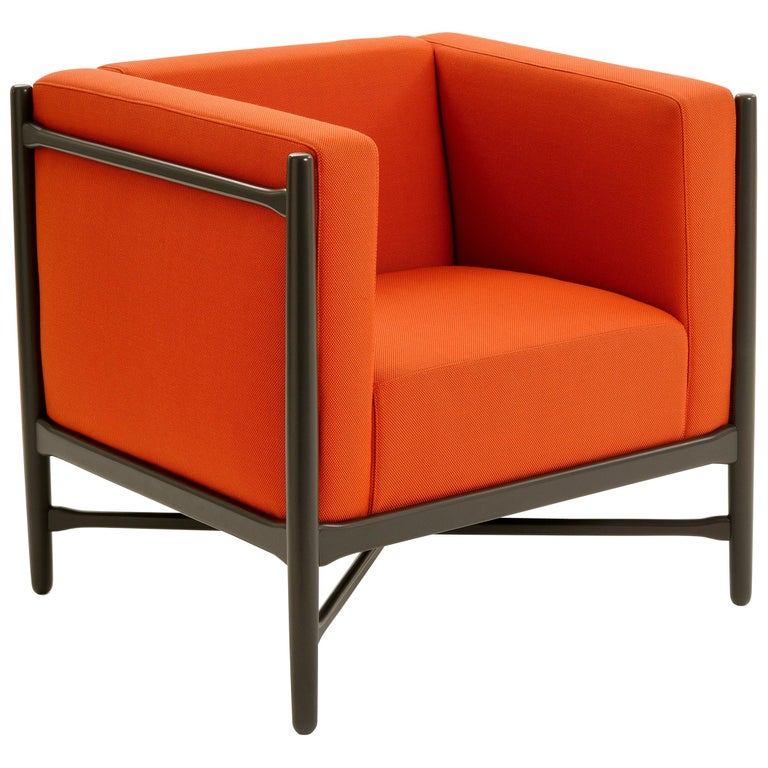 A cube armchair comfortable and modern very useful for a living room or a waiting room. In the elegant and harmonious stylistic cipher of the Lorenz Kaz duo we find, as always, a profound connection with the Bauhaus and Nordic design, blended with