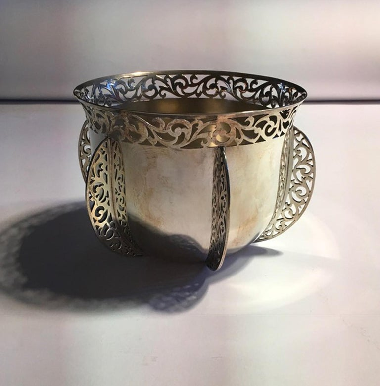 London Early 20th Century Bowl Centerpiece by Goldsmiths & Silversmiths For Sale 9