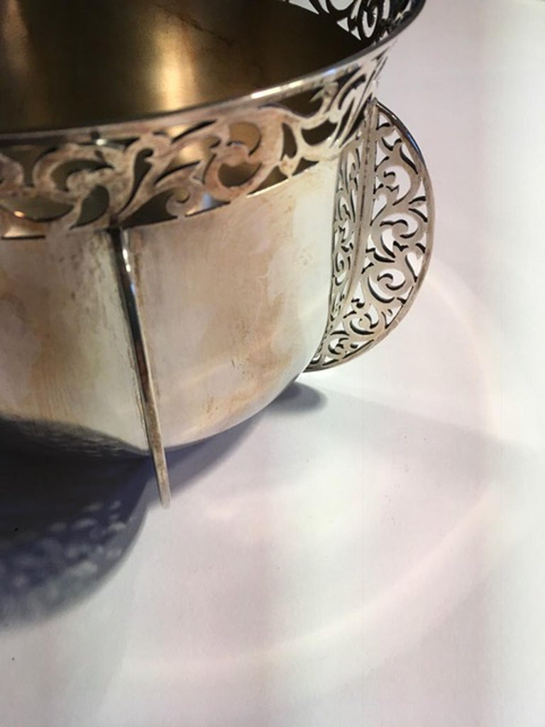 Victorian London Early 20th Century Bowl Centerpiece by Goldsmiths & Silversmiths For Sale