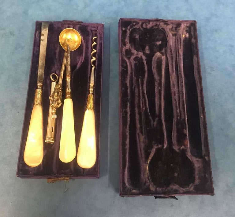 London Victorian 1863 Leather Vanity Box In Good Condition For Sale In Windsor, Berkshire