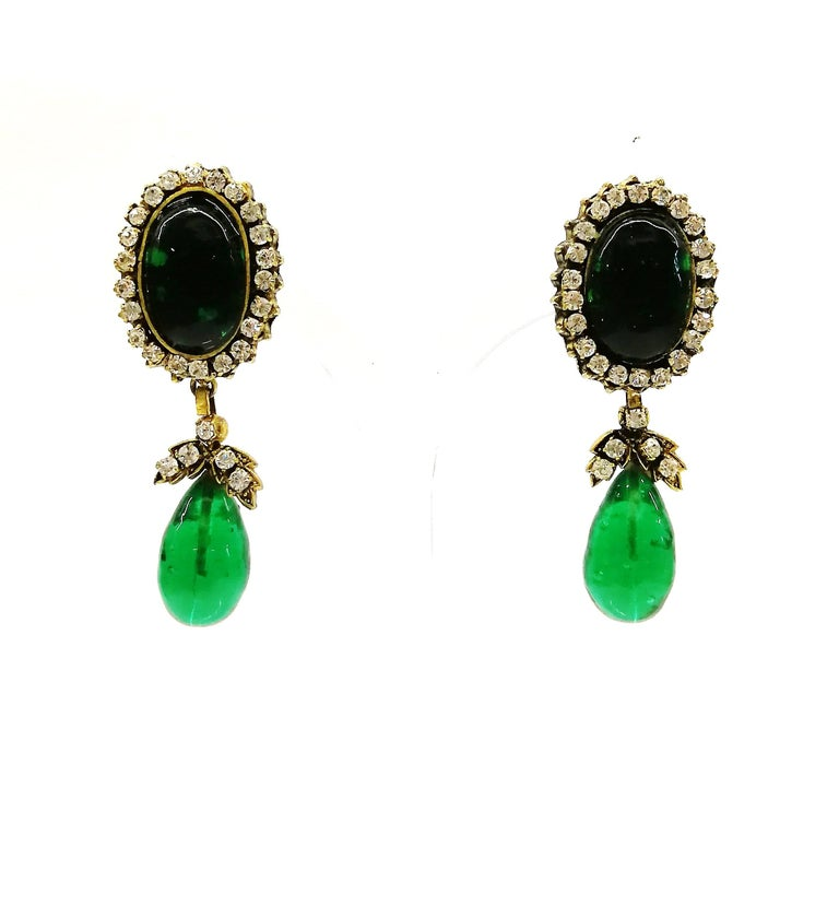 Long emerald poured glass, paste and gilded metal drop earrings, Chanel, 1980s For Sale 6