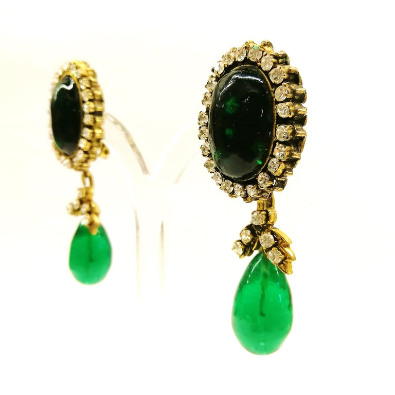 Long emerald poured glass, paste and gilded metal drop earrings, Chanel, 1980s For Sale 7