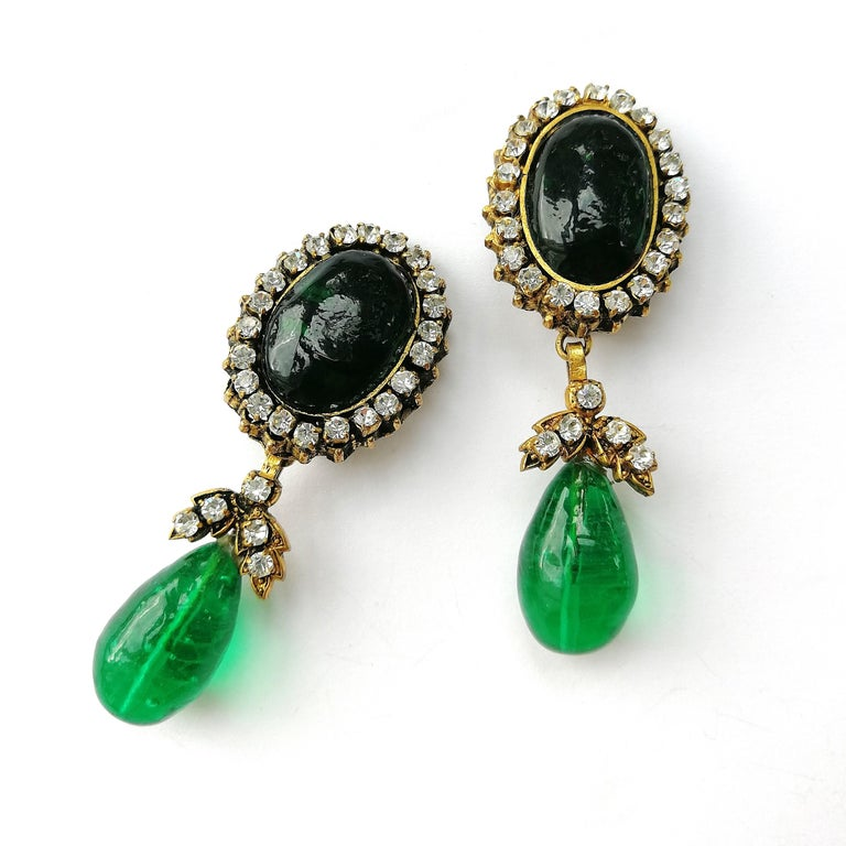 Long emerald poured glass, paste and gilded metal drop earrings, Chanel, 1980s For Sale 1
