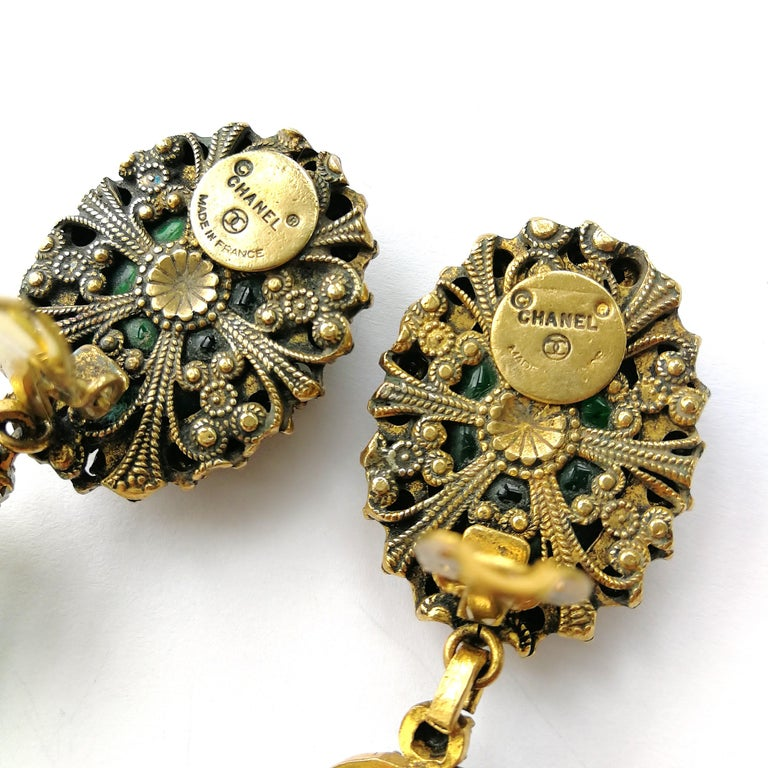 Long emerald poured glass, paste and gilded metal drop earrings, Chanel, 1980s For Sale 4