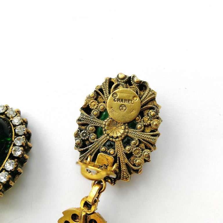 Long emerald poured glass, paste and gilded metal drop earrings, Chanel, 1980s For Sale 5