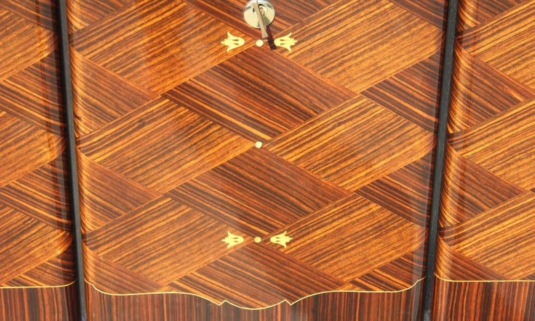 Long French Art Deco Macassar Ebony Mother-Of-Pearl Sideboard / Buffet / Bar . For Sale 8