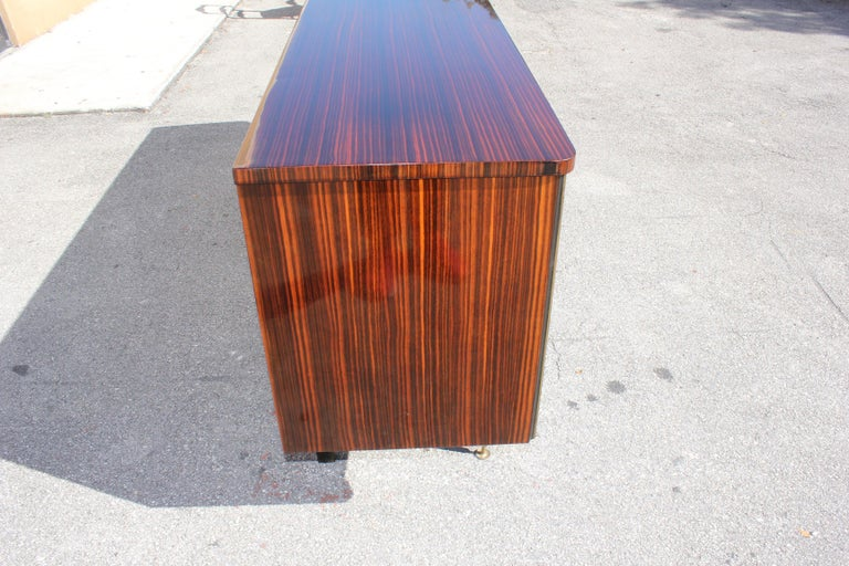 Long French Art Deco Macassar Ebony Mother-Of-Pearl Sideboard / Buffet / Bar . For Sale 3