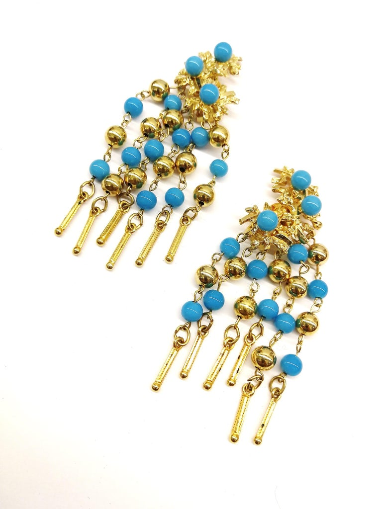 Long gilt metal and turquoise glass bead fringed earrings, Christian Dior, 1968 In Excellent Condition For Sale In London, GB