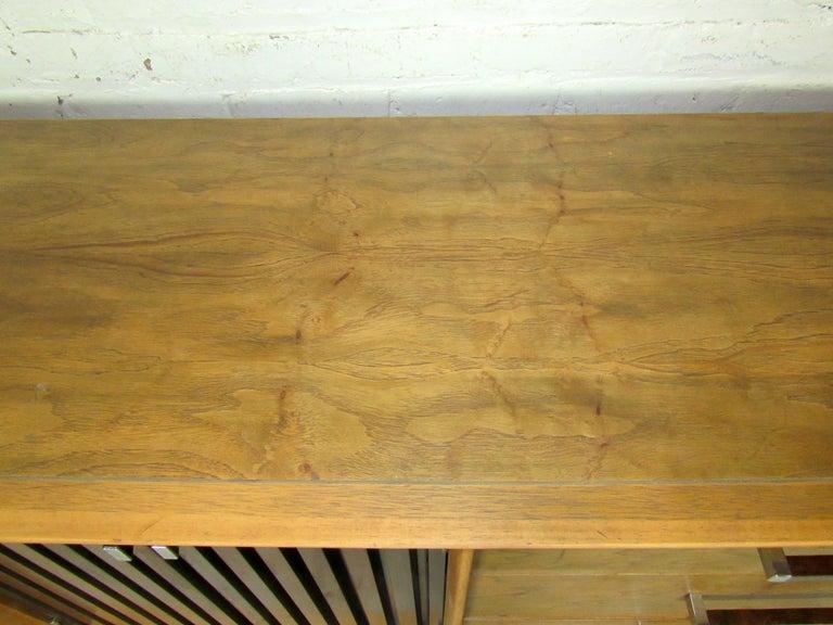 Long Mid-Century Modern Dresser For Sale 5