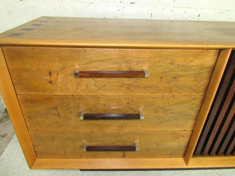 Long Mid-Century Modern Dresser For Sale 2