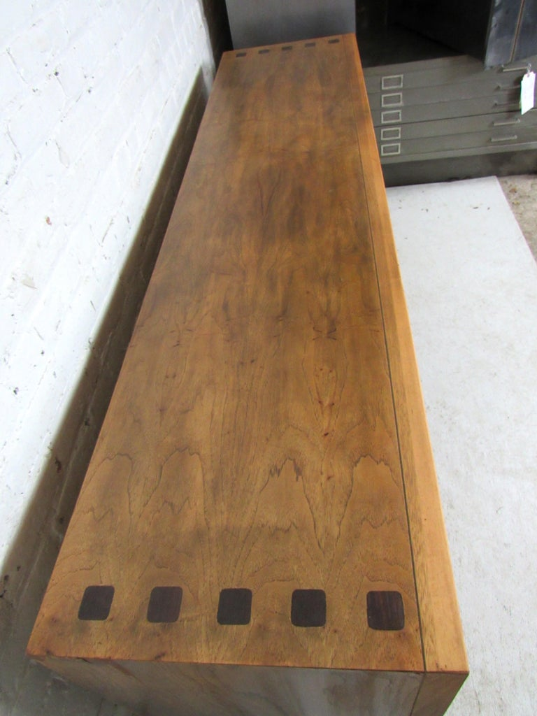 Long Mid-Century Modern Dresser For Sale 3