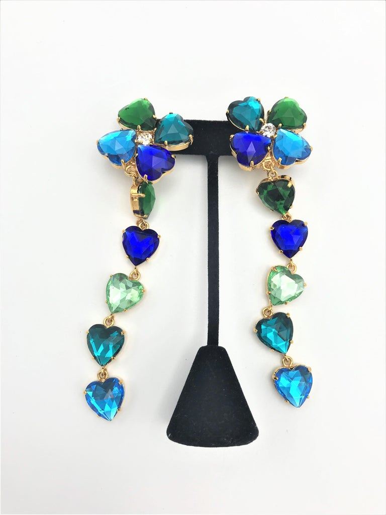 Long Yves St. Laurent heart ear clips rhinestones in many colors 2000s  In Excellent Condition For Sale In Stuttgart, DE