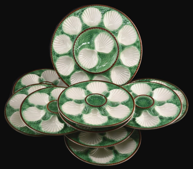 French art ceramic Majolica oyster set by Longchamp (Côte d'or), France, 1930s. Set composed of a platter and 12 plates in excellent condition. So this set is complete which makes it an exceptional whole. Not a brand new set with a Chantilly stamp.
