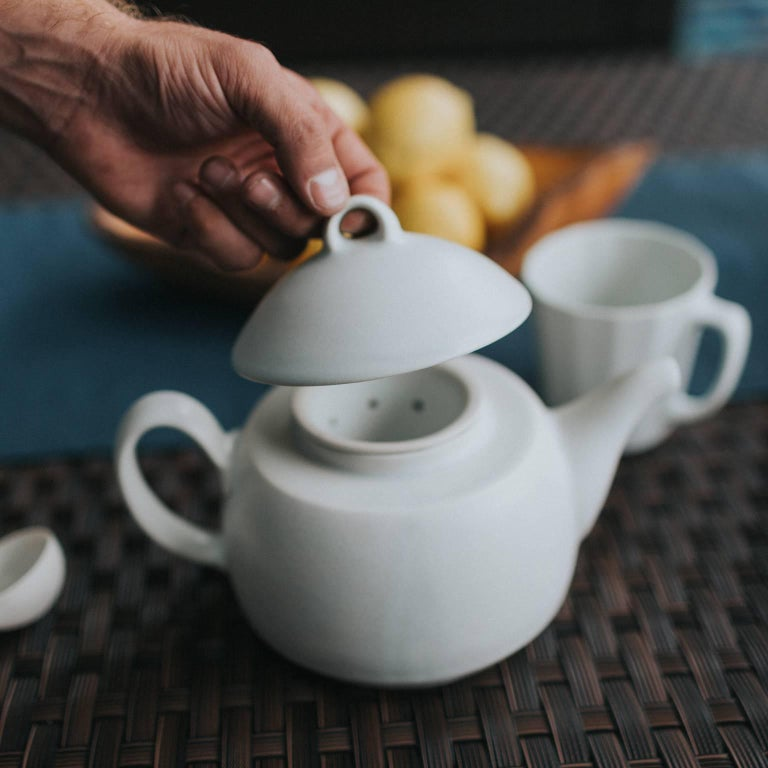 Loop Teapot Ink Matte Black Tea Set with Mugs Contemporary Glazed Porcelain For Sale 5