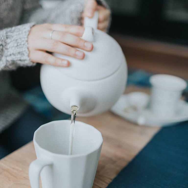 Loop Teapot Ink Matte Black Tea Set with Mugs Contemporary Glazed Porcelain For Sale 6