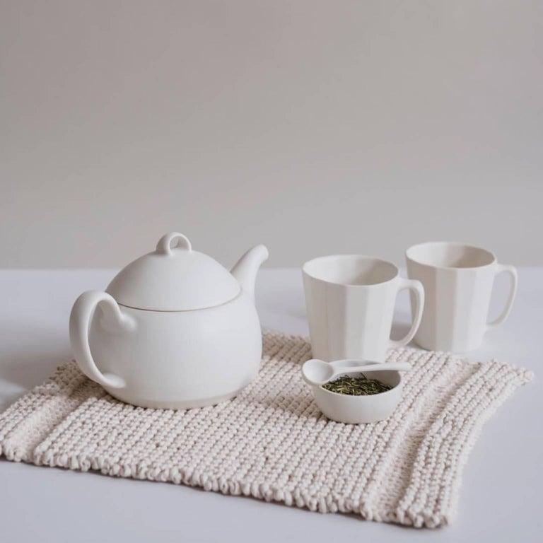 Loop Teapot Ink Matte Black Tea Set with Mugs Contemporary Glazed Porcelain For Sale 8