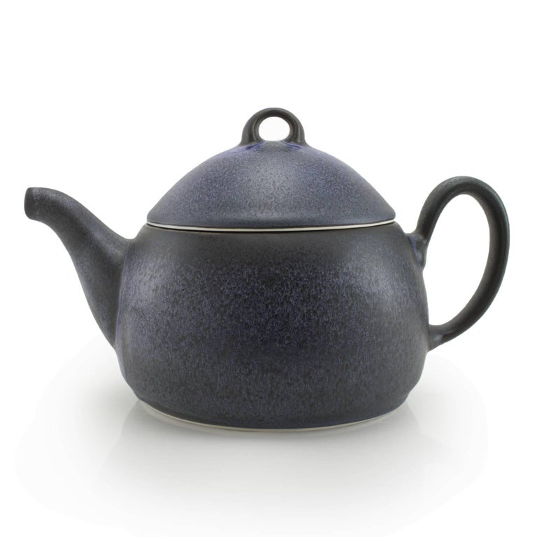 -The Loop teapot steeps your favorite loose leaf tea and pours like a dream - a special collaboration with Shannon Tovey. The Loop teapot is a unique pottery piece that will enhance your tea drinking experience. A perfect excuse to have a teapot,