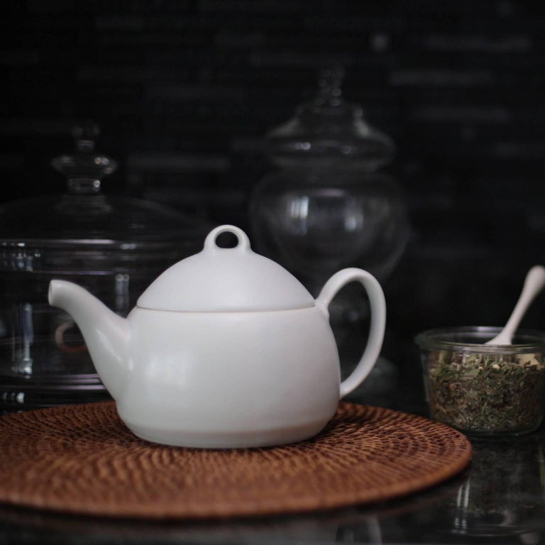 Loop Teapot Ink Matte Black Tea Set with Mugs Contemporary Glazed Porcelain In New Condition In Asheville, NC