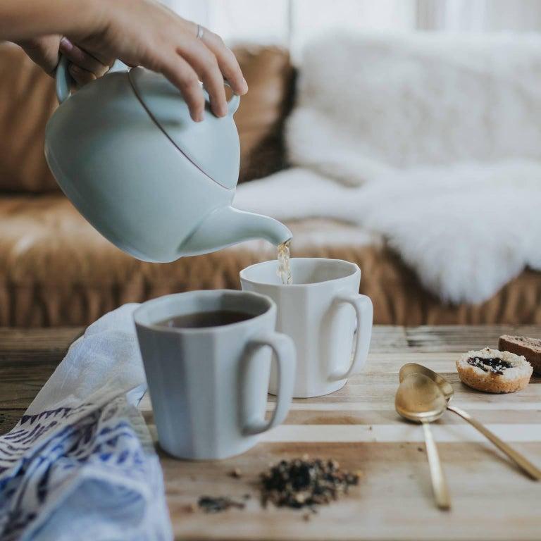 Loop Teapot Ink Matte Black Tea Set with Mugs Contemporary Glazed Porcelain For Sale 2