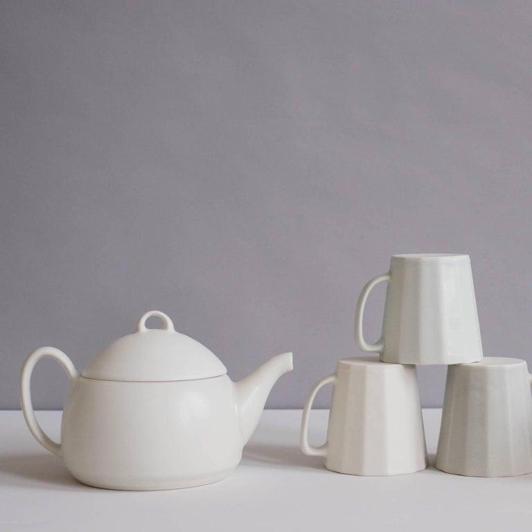 Loop Teapot Ink Matte Black Tea Set with Mugs Contemporary Glazed Porcelain For Sale 3