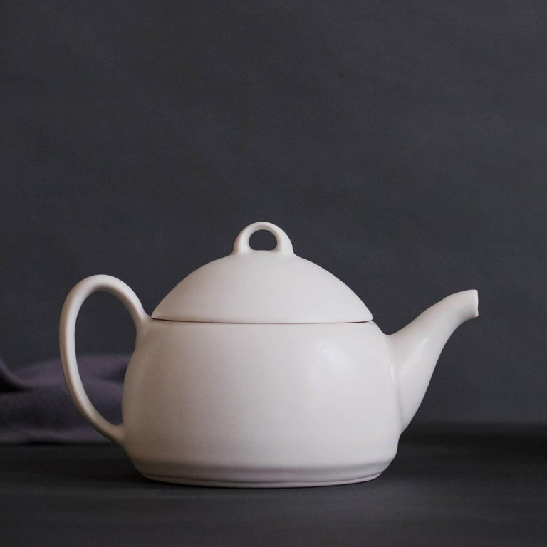 Loop Teapot Ink Matte Black Tea Set with Mugs Contemporary Glazed Porcelain For Sale 4