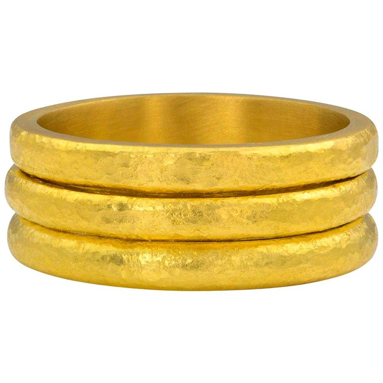 Hammered 22-karat yellow gold band ring