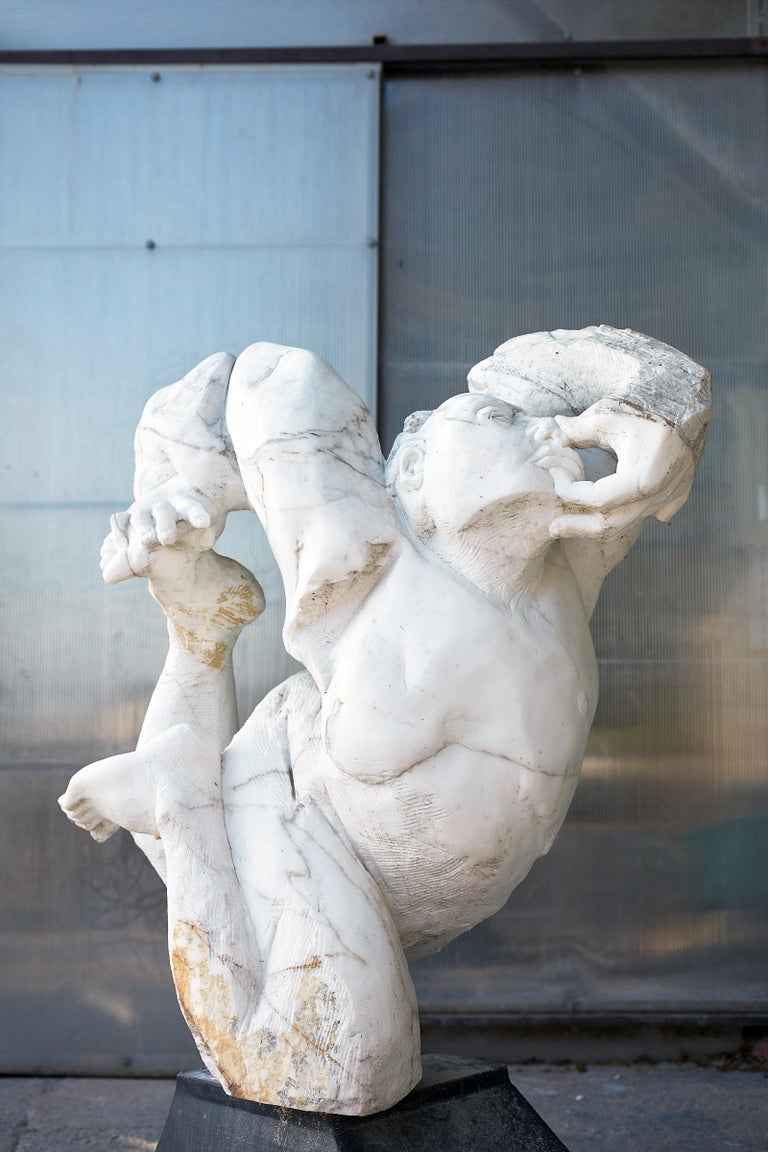 Contorsionista - hand carved Italian marble sculpture For Sale 2