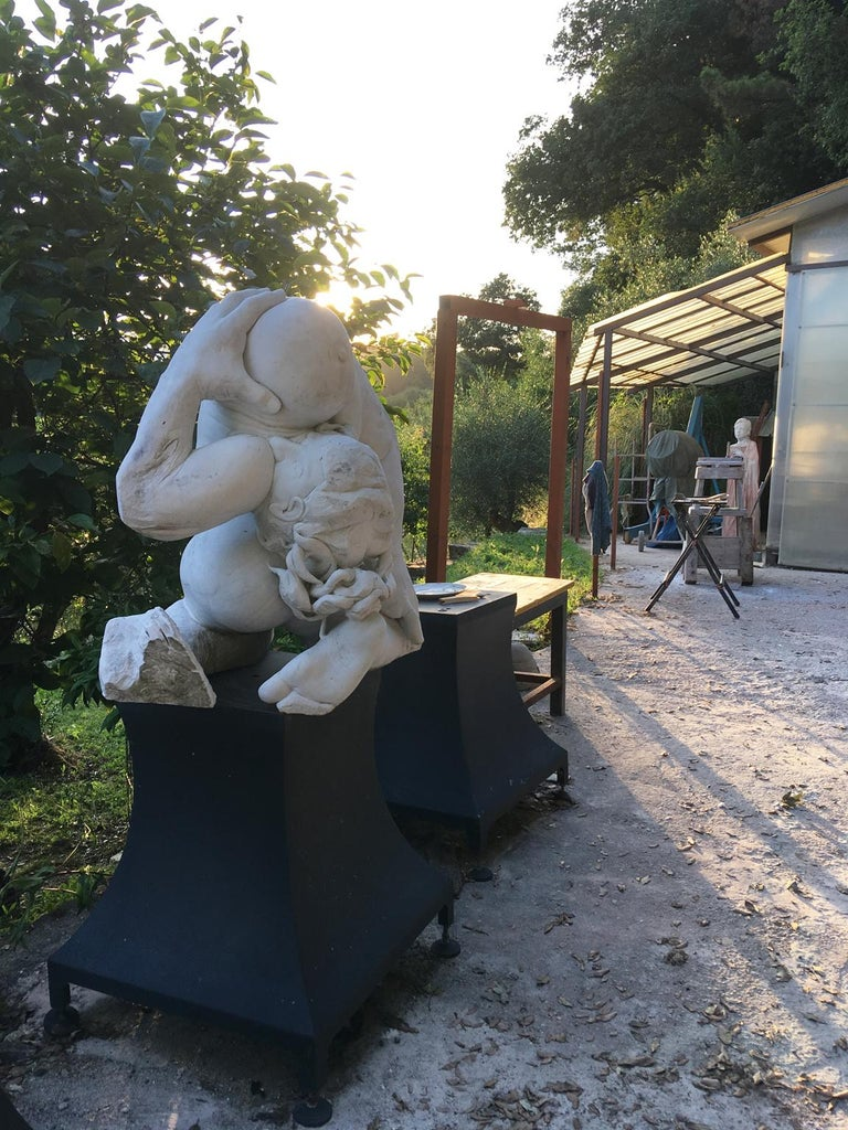 Madre Terra - hand carved figurative Carrara marble sculpture For Sale 2