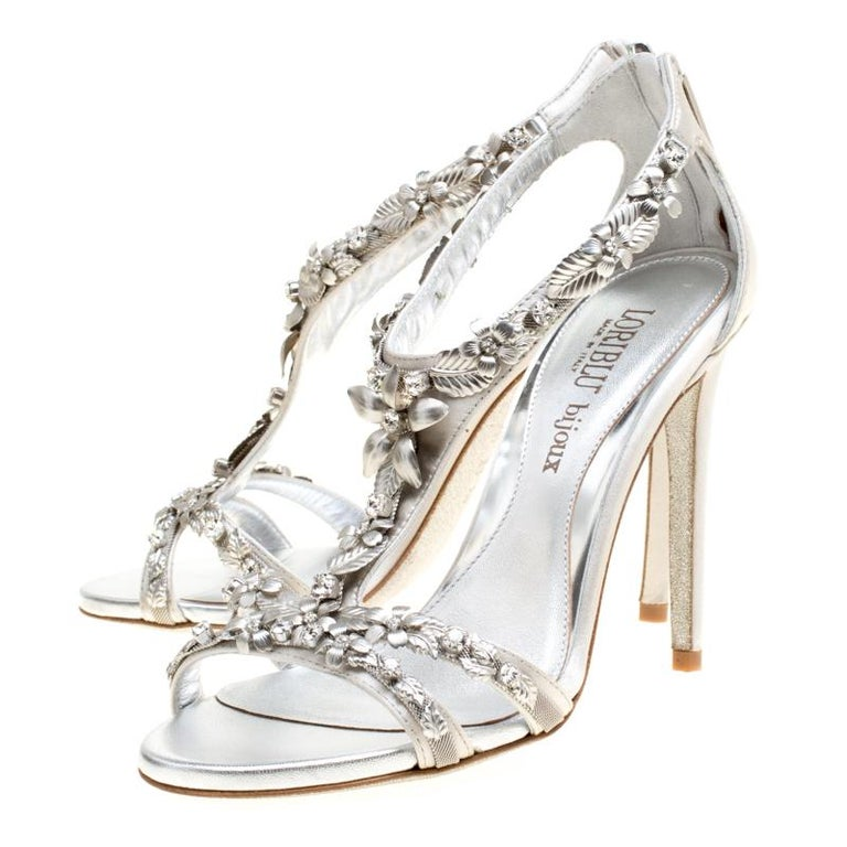 Loriblu Bijoux Grey Satin Floral Embellished Crystal Studded Sandals Size 37.5 In New Condition For Sale In Dubai, AE