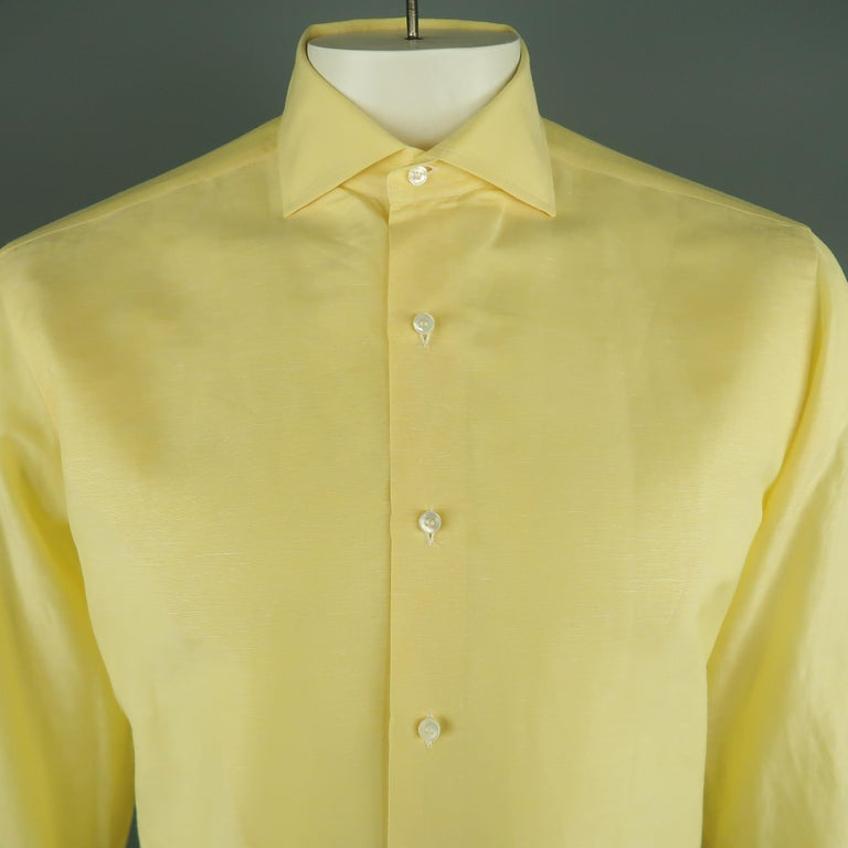 LORO PIANA Long Sleeve Shirt comes in a yellow tone in a solid light linen/cotton  material, with a spread collar, buttoned cuffs, button up. Made in Italy.   Excellent Pre-Owned Condition. Marked: M   Measurements:   Shoulder: 18 in. Chest: 48