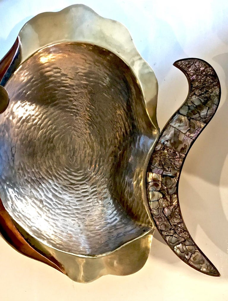 Los Castillo Mixed Metal and Abalone Fish Platter, Mid-20th Century In Good Condition For Sale In Pasadena, CA