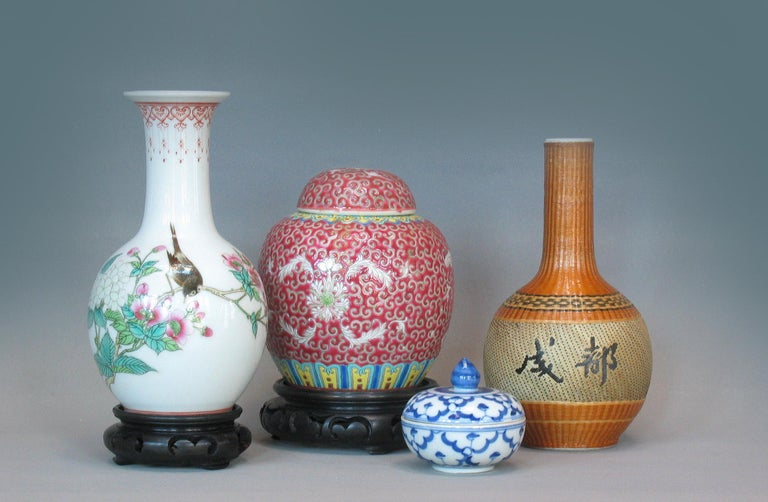 Lot of Chinese Items, a Vase, Ginger Jar, Seal Box and Dehua Bottle 20th Century For Sale 6