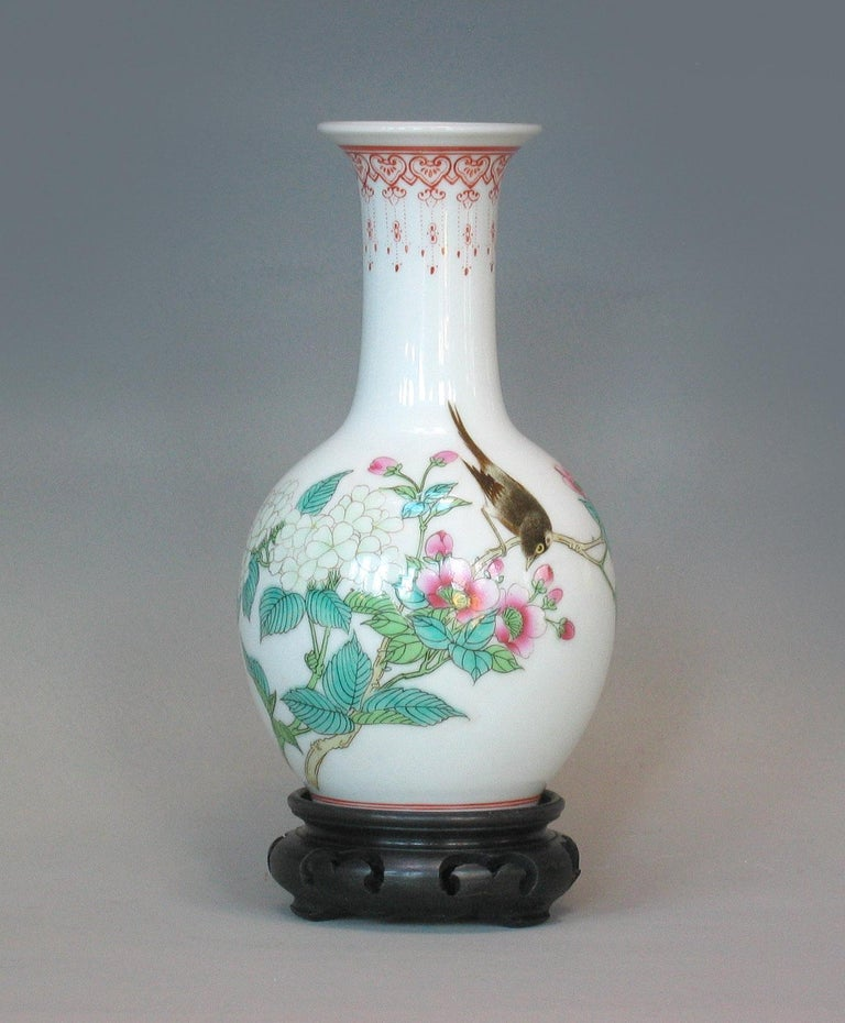 Chinese Export Lot of Chinese Items, a Vase, Ginger Jar, Seal Box and Dehua Bottle 20th Century For Sale