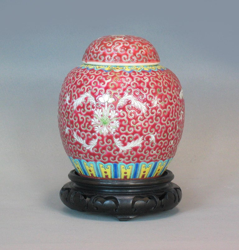 Lot of Chinese Items, a Vase, Ginger Jar, Seal Box and Dehua Bottle 20th Century In Good Condition For Sale In Ottawa, Ontario
