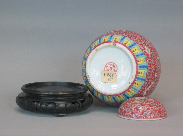 Lot of Chinese Items, a Vase, Ginger Jar, Seal Box and Dehua Bottle 20th Century For Sale 1