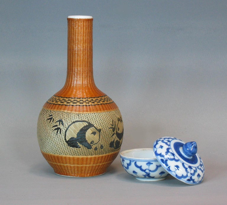Lot of Chinese Items, a Vase, Ginger Jar, Seal Box and Dehua Bottle 20th Century For Sale 3