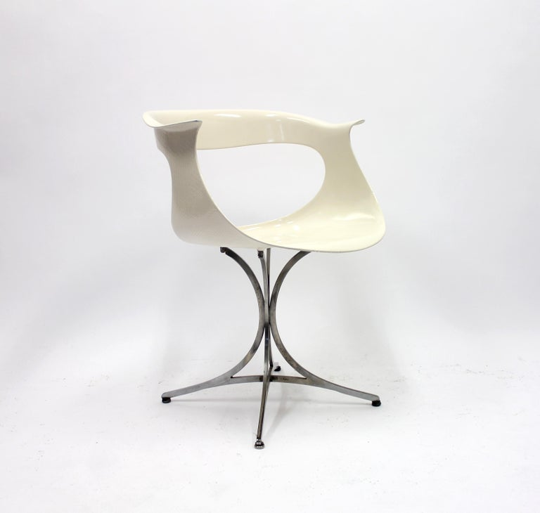 Lotus chair by husband and wife team Erwine & Estelle Laverne for their own company Laverne International. This piece was designed in the 1960s and has a really sense of space age design about it. A few very small crack occurs on the top of the