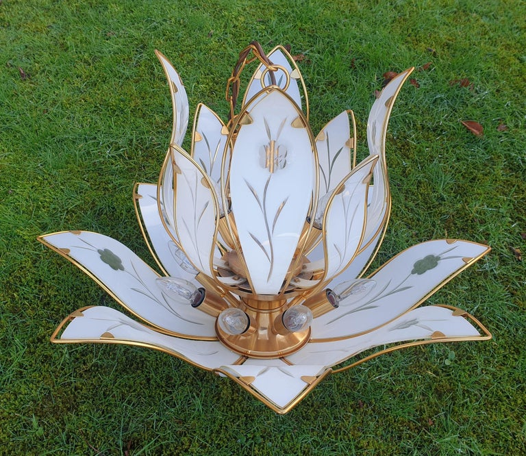 20th Century Lotus Chandelier in Brass and White Murano Glass For Sale