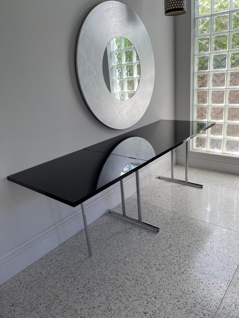 Like the majority of Eileen Gray's tables, this one too can transform itself. And as always she found an unexpected solution. The folding section of the tabletop is supported by a single leg out of chrome-plated ubular steel – a conscious break in