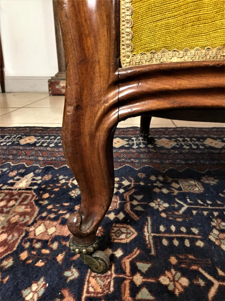Louis Philippe Louis XV Style Bench Mahogany and Yellow Velvet Louis-Philippe Period circa 1840 For Sale