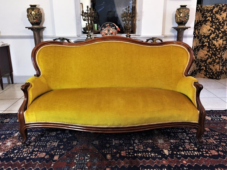 Louis XV Style Bench Mahogany and Yellow Velvet Louis-Philippe Period circa 1840 For Sale 2