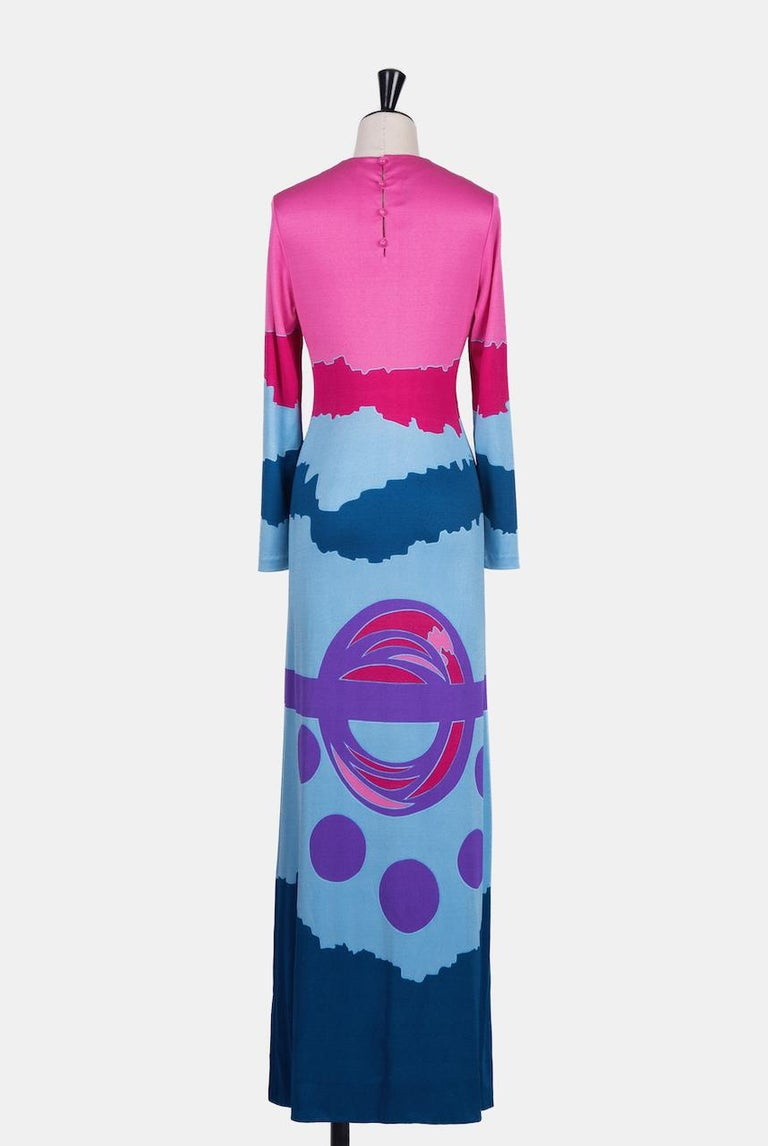 Women's Louis Féraud Pink Blue Purple Jersey Mod Maxi Dress With Matching Scarf, c. 1970 For Sale