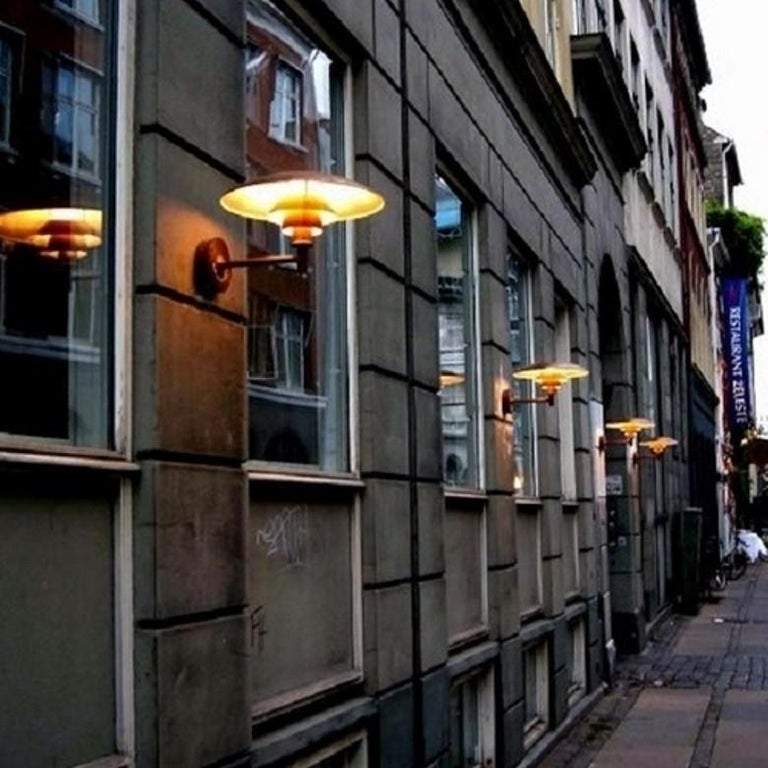 Louis Poulsen, Outdoor Wall Lamp in Cooper by Poul Henningsen In New Condition For Sale In Saint-Ouen, FR