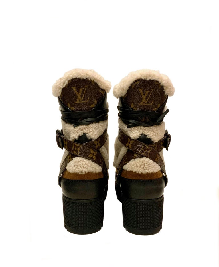 Louis Vuitton 2021 Laureate Platform Desert Boots  In Excellent Condition For Sale In Geneva, CH