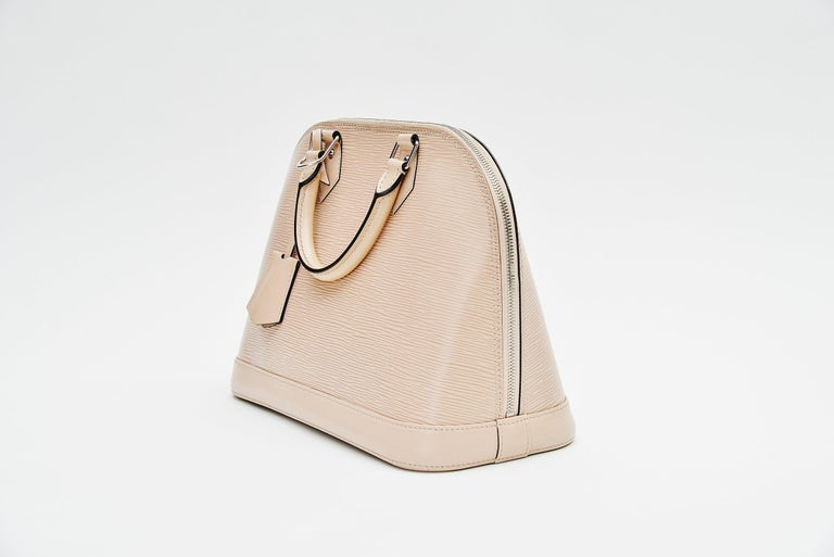 Louis Vuitton Alma Epi Leather Bag In Good Condition For Sale In Roosendaal, NL