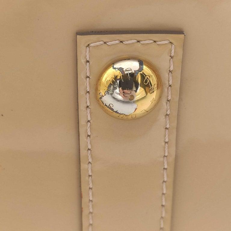 LOUIS VUITTON Alma Handbag in Beige Leather 6