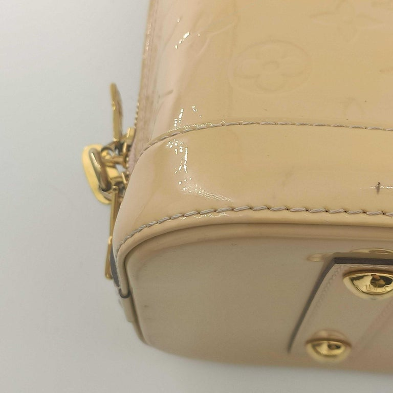 LOUIS VUITTON Alma Handbag in Beige Leather 7