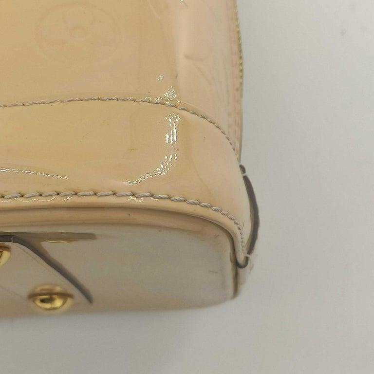 LOUIS VUITTON Alma Handbag in Beige Leather 8