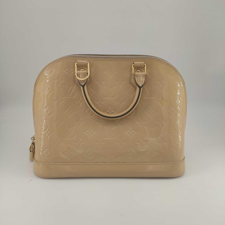 LOUIS VUITTON Alma Handbag in Beige Leather In Excellent Condition In Clichy, FR